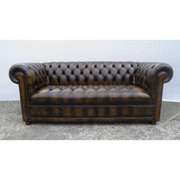 cc303bb Classic Chesterfield Bed - butt.